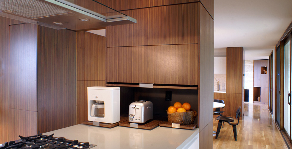 Angular Appetite Contemporary Kitchen In White Lacquer