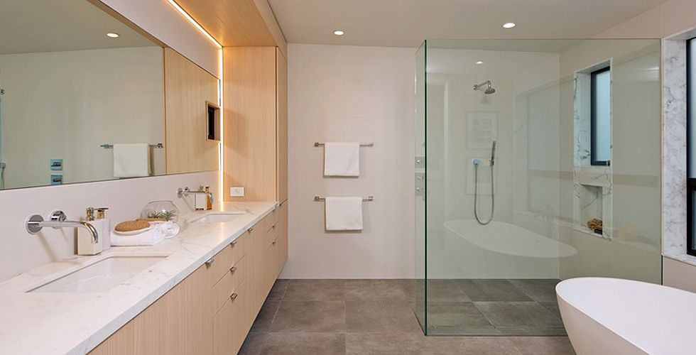 Contemporary Bathroom wiht glass surround shower