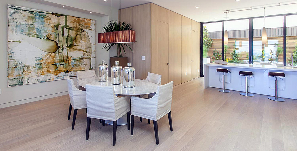 Contemporary Kitchen and eating area